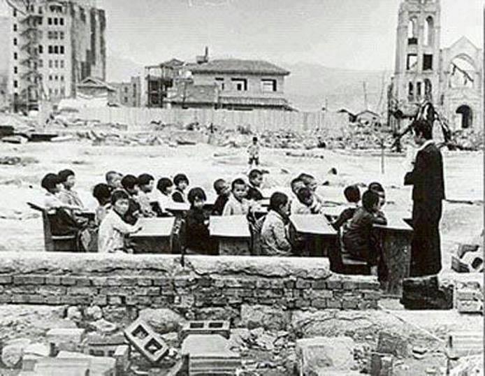 تصویری از مدرسه ای پس از هدیه ی آمریکایی ها به مردم هیروشیما