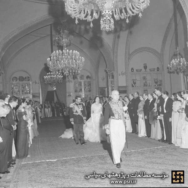 مجلس ازدواج محمدرضا پهلوی و ثریا اسفندیاری