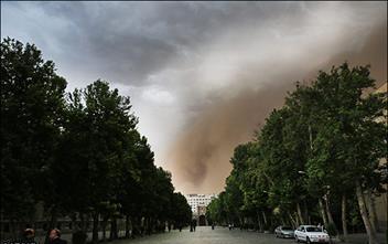 آسیب طوفان به بناهای تاریخی/ درهای موزه صنعتی کنده شد