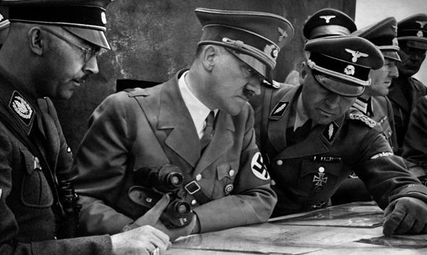 هیتلر در اتاق جنگ