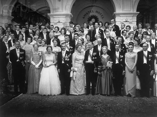 عکس/ محمد رضا شاه کنار ملکه انگلیس