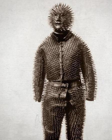 عکس/لباس مخصوص شکار خرس