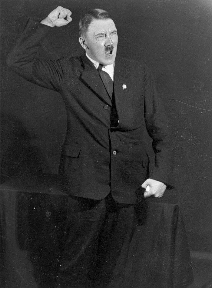 عکس/ تمرین سخنرانی هیتلر