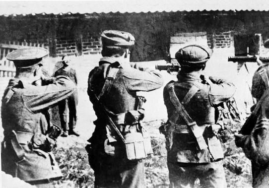 عکس/تیرباران جاسوسان آلمانی توسط انگلیسی ها