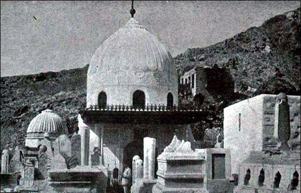 عکس/قبرستان بقیع قبل و بعد از تخریب