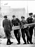 تصاویر کمتر دیدهشده از احداث دیوار برلین