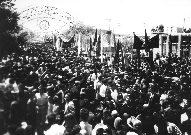 عکس/ عزاداری مردم تهران در محرم سال 57