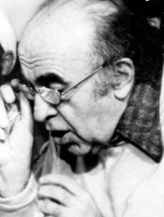 نخست وزیر بهایی شاه چگونه برکنار شد