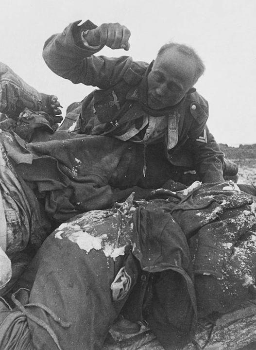 عکس/آخرین تلاش های یک سرباز