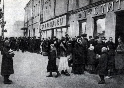 عکس/طولانی ترین صف نان در مسکو