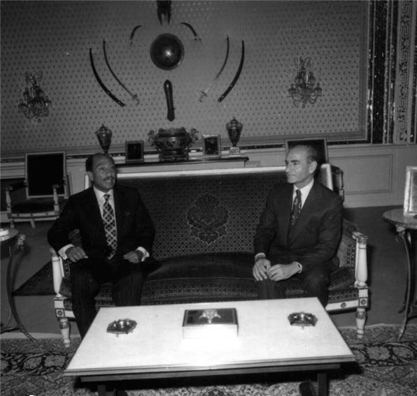 عکس/محمدرضا شاه و انورسادات در کاخ نیاوران