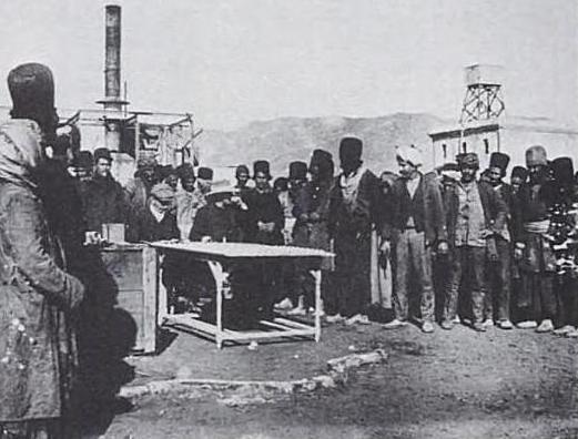 عکس/صف حقوق کارکنان نفت سال 1322