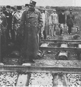 عکس/رضا شاه و نظارت بر احداث خط راه آهن
