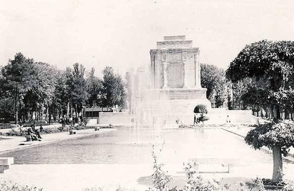 عکس/آرامگاه فردوسی سال 1350
