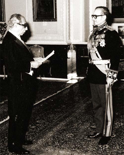 مکالمه تاریخی شاه با علی امینی