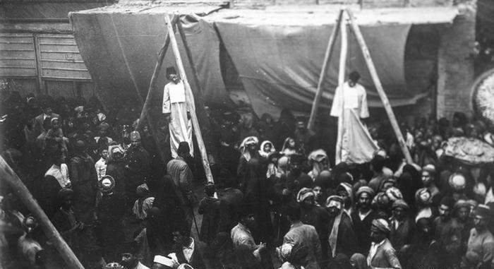 عکس/اعدام به اتهام همکاری با انگلیس
