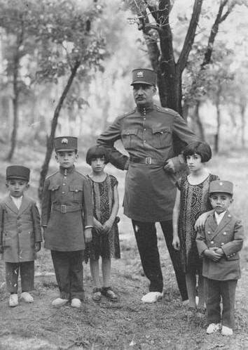 عکس یادگاری یک دیکتاتور با فرزندان