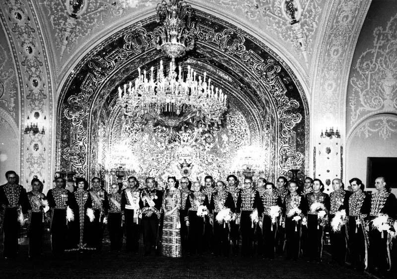 عکس/محمدرضا پهلوی و کابینه  آموزگار