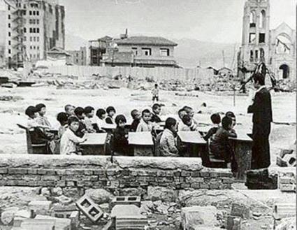 عکس/کلاس درس بعد از بمباران اتمی