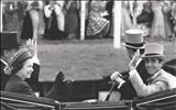 عکس/محمدرضا شاه به همراه ملکه انگلیس
