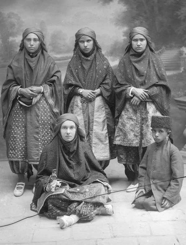 پوشش مورد علاقه زنان دوره ناصری چه بود؟