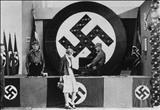 انتشار تصویر کودکی ملکه الیزابت در حال ادای سلام نازی