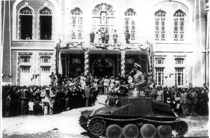 عکس قدیمی از رژه ارتش در ارومیه