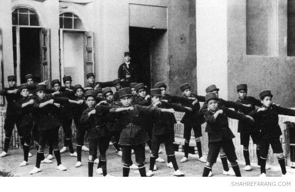 ورزش با کلاه پهلوی و گیوه/عکس