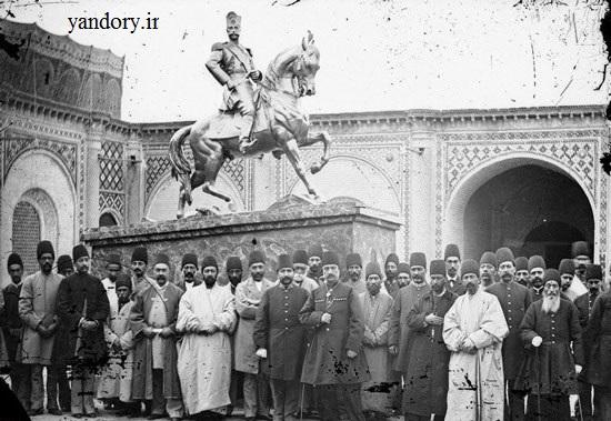 بازدید ناصر الدین شاه از مجسمهاش/عکس