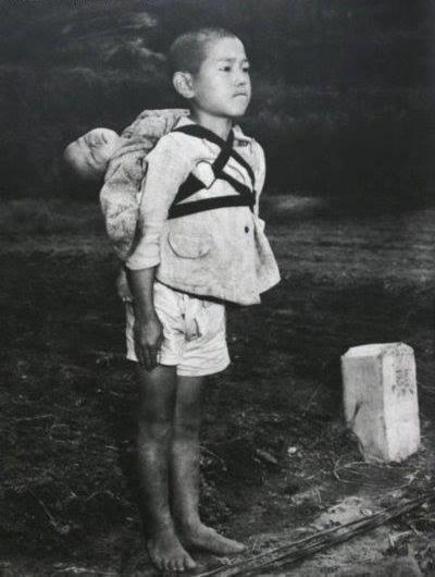 عکس غم انگیز از بازمانده بمب باران اتمی