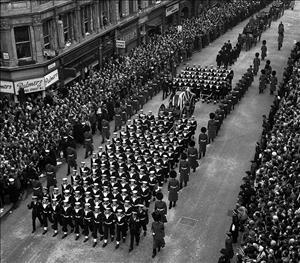 تصاويري از مراسم تشييع جنازه مرد نیمه اول قرن بیستم