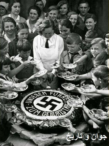 بچهها تولد هیتلر را جشن میگیرند/عکس