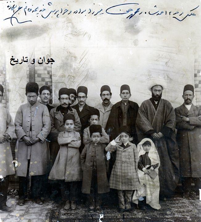 احمدشاه همراه با برادر وخواهرش/عکس