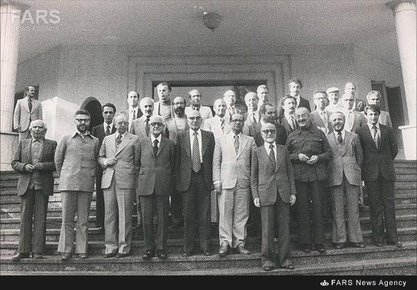 عکس یادگاری اعضای دولت موقت در پایان کار