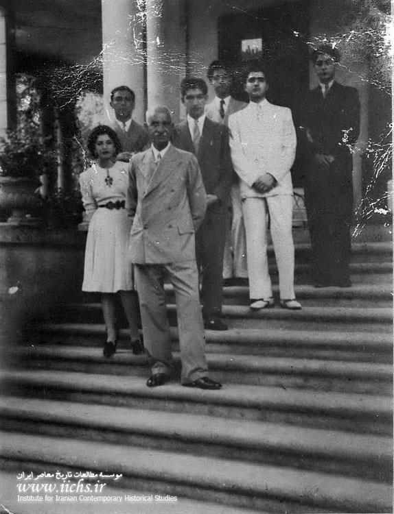 عکس خانوادگی خاندان پهلوی در تبعید