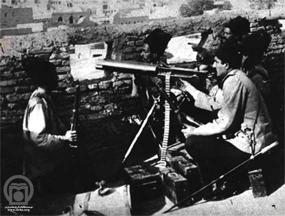 رضاخان پهلوی در حال تمرین تیراندازی