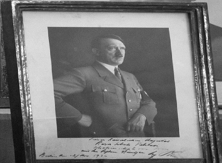 وقتی تاج الملوک به ملاقات هیتلر می رود + عکس