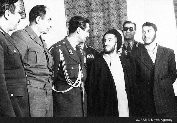 لحظه دستگیری و انتقال شهید نواب صفوی به زندان+عکس