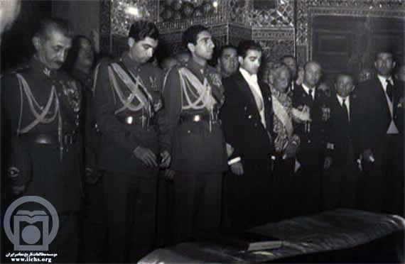 مراسم تشییع جنازه رضاخان در قم