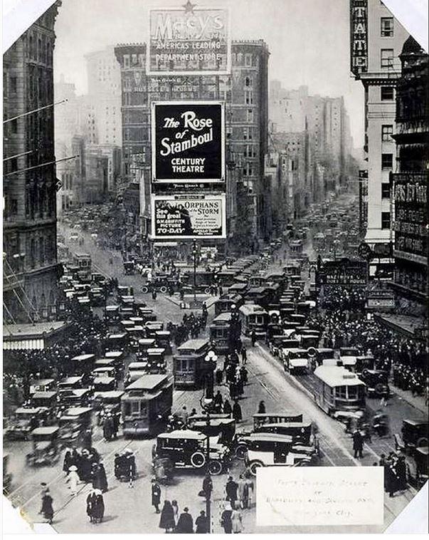 میدان تایمز نیویورک، سال ۱۹۲۲ میلادی
