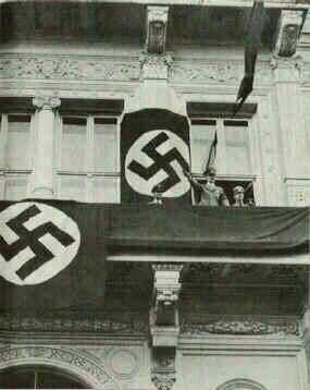عکس/ هیتلر روی بالکن هتل کوبورگ