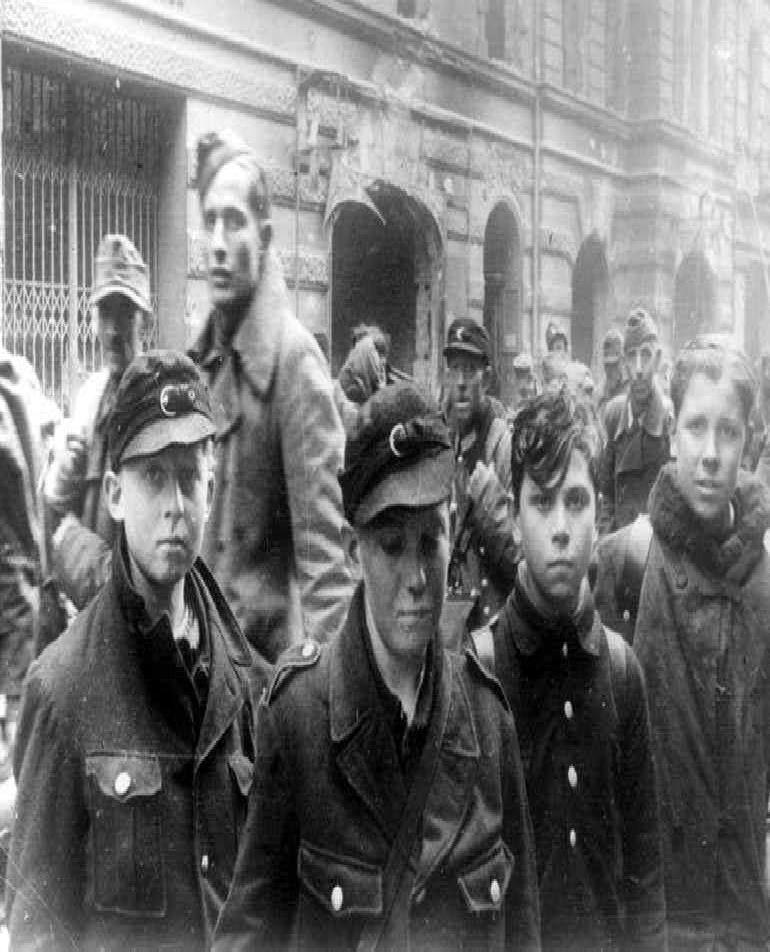 سربازان نوجوان آلمانی مدافع برلین+ عکس