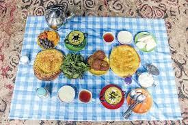 در باب آداب غذاخوردن ایرانی ها