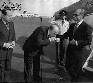 خاطره مسعود انصاری از تمسخر هویدا در حضور شاه