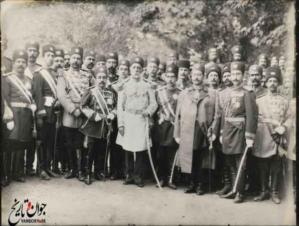 جمعی از کارکنان و درباریان دارالحکومه تبریز در دوره مظفرالدین میرزا