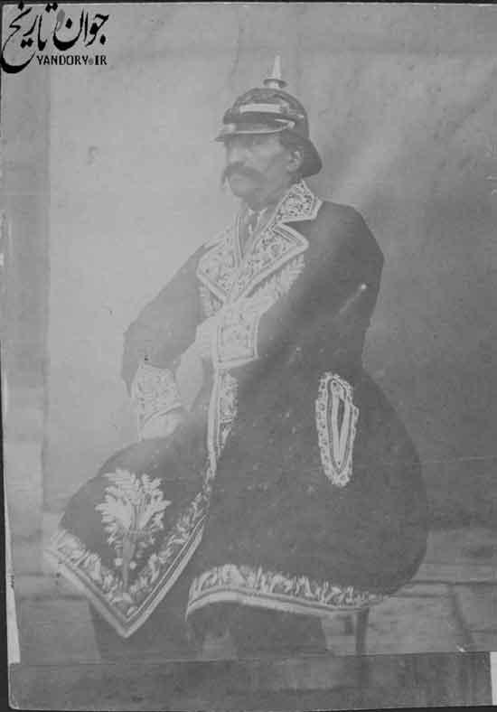 ناصرالدین شاه با لباس نظامی اتریشی/عکس