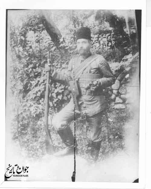 یپرم خان ارمنی رئیس مشروطه خواهان ارمنی ، در لباس رزم