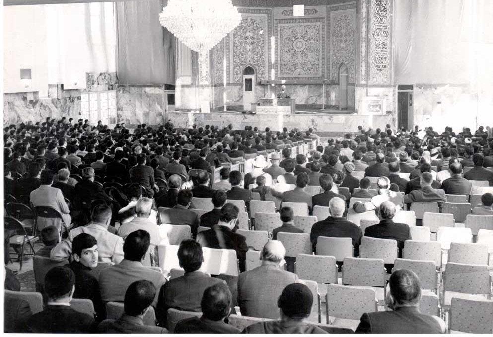 بانی جلسات حسینیه ارشاد چه کسی بود؟