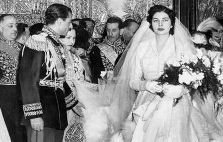 تشکیلات درباری ملکه ثریا