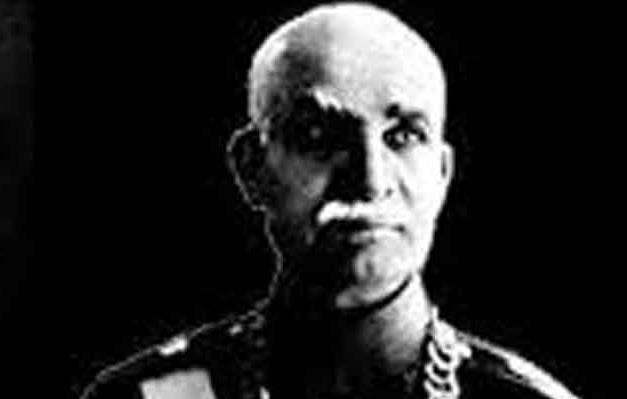 عکس تاریخی/ رضا خان در مراسم افتتاح  «بی سیم پهلوی»